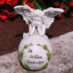 Grabaufleger Engel auf Kugel mit Spruch